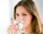 Nên uống bao nhiêu nước mỗi ngày?