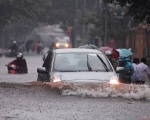 Kinh nghiệm lái xe mùa bão