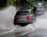 Kinh nghiệm lái ôtô khi trời mưa, đường ngập nước